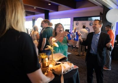 Minneapolis magician amazes a guest!